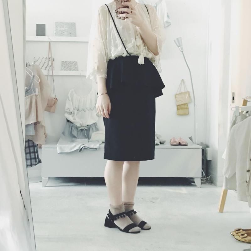 Natsumi Zama  サスペンダー スカート