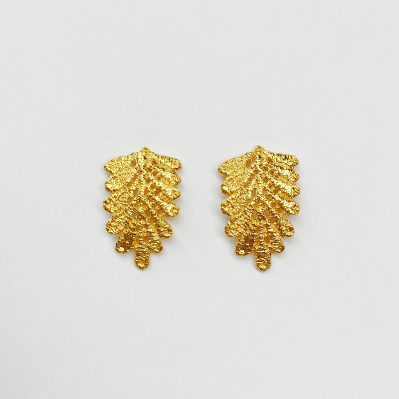 lace leaf pierces (gold)---214