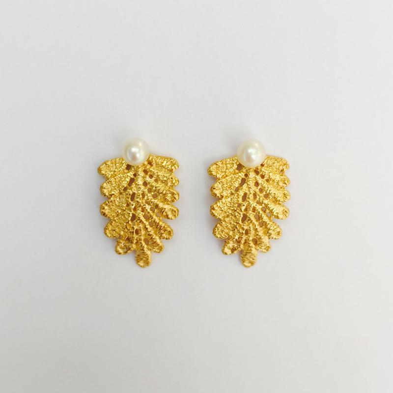 lace leaf pierces /pearl (gold)---213