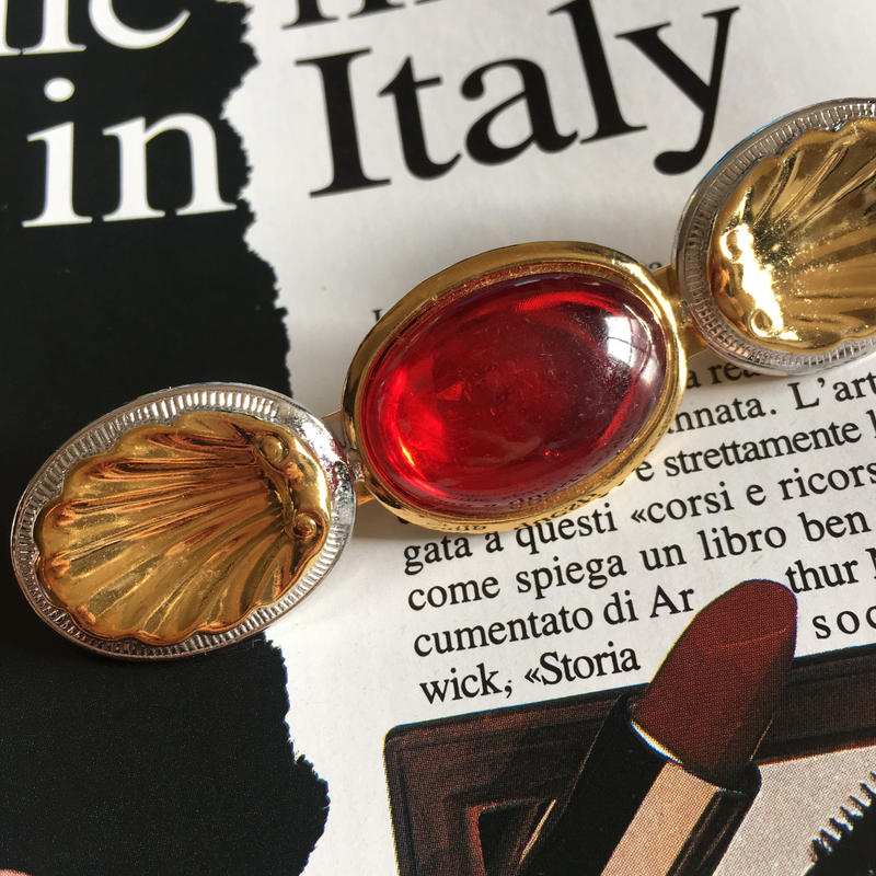 Shell Red Broach