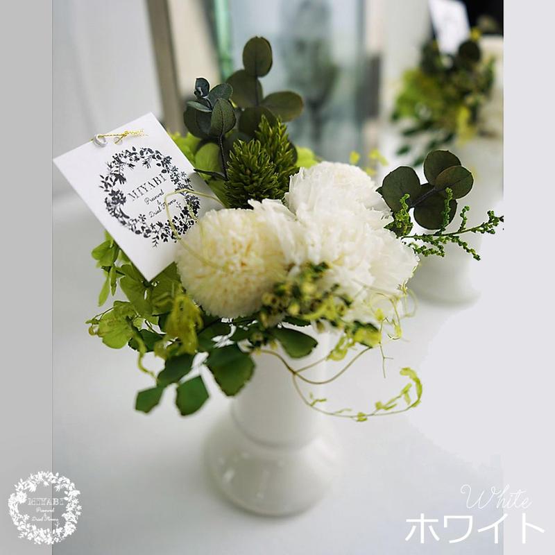 モダンなデザインが人気 お手入れいらずのお供え花