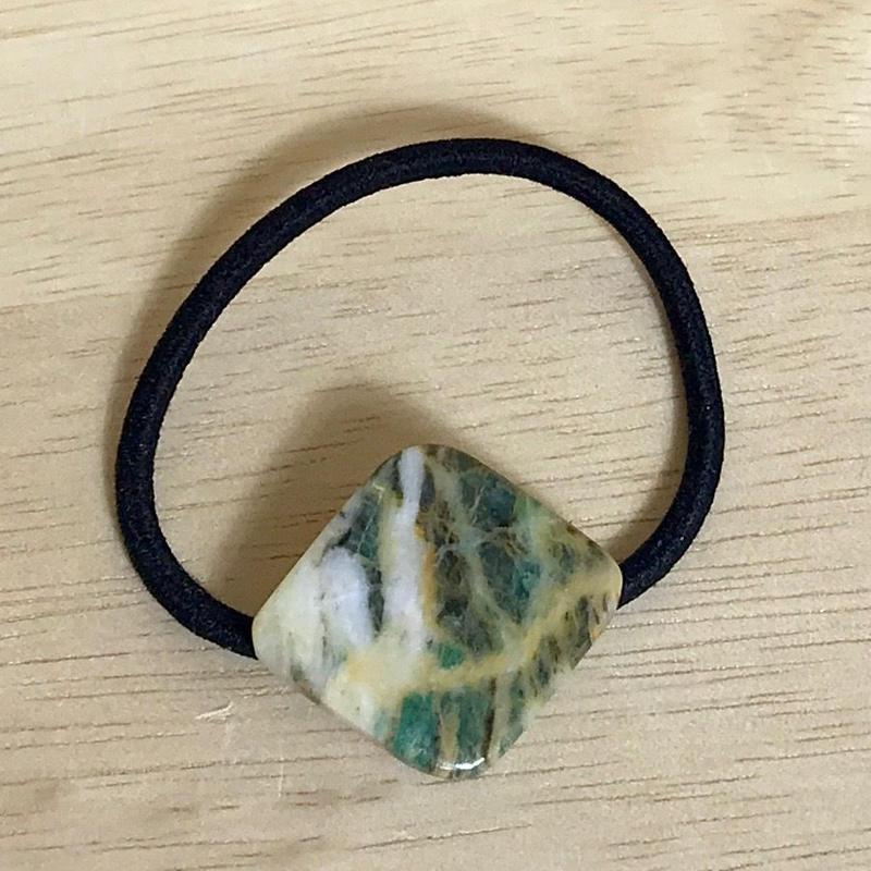 糸魚川産!天然サーペンチン(蛇紋岩)のヘアゴム☆原石から磨きました
