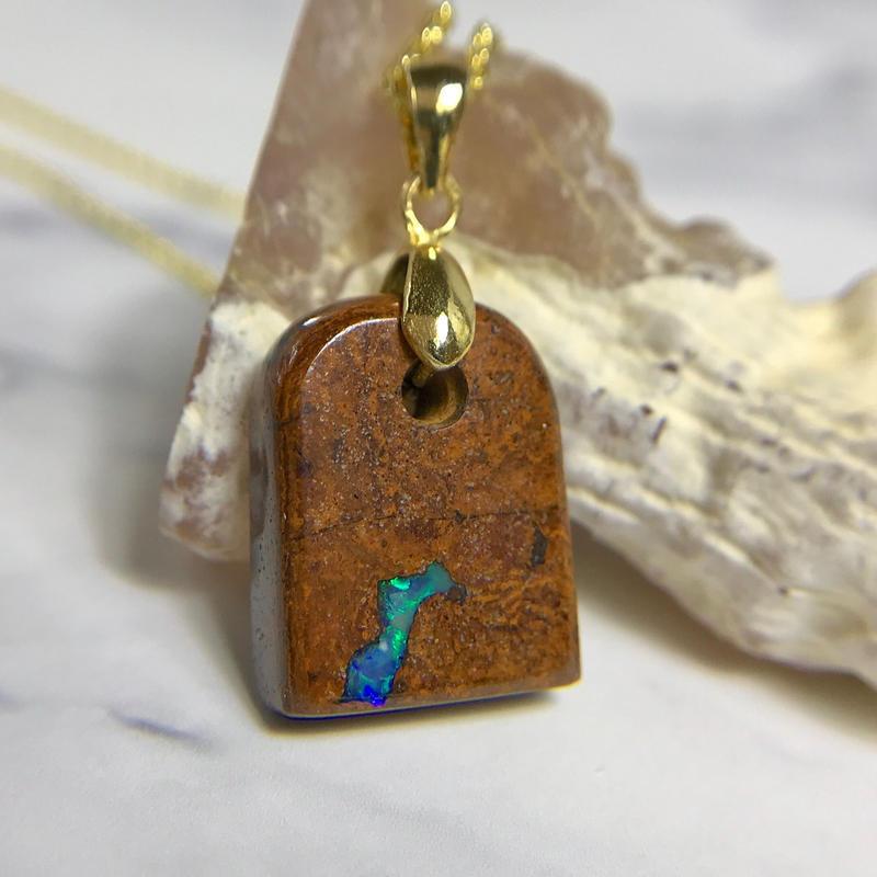 天然ボルダーオパールペンダント19.15ct☆オーストラリア・クィーズランド産の原石から磨いた1点もの