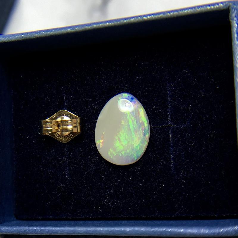 天然オパール14kgf片耳ピアス☆オーストラリア・ライトニングリッジ産原石から磨いた1点もの