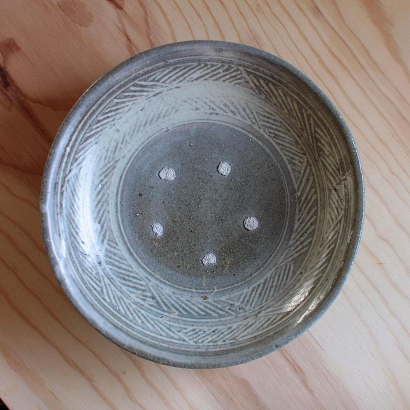 八田亨:唐津三島手7寸皿(目あと有り)