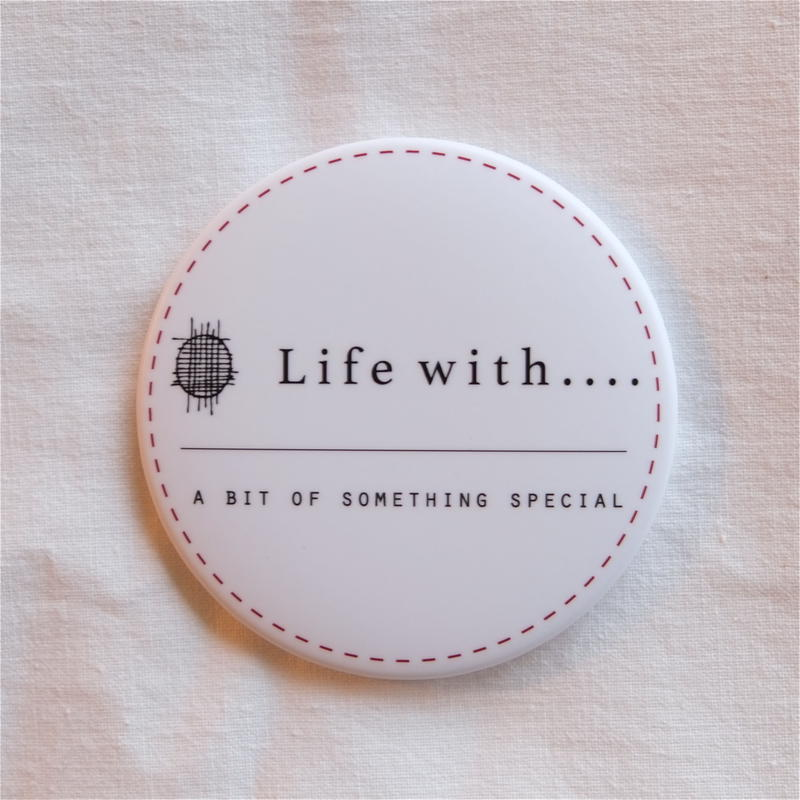 【Life with....】缶バッチ (Life with....ロゴ)