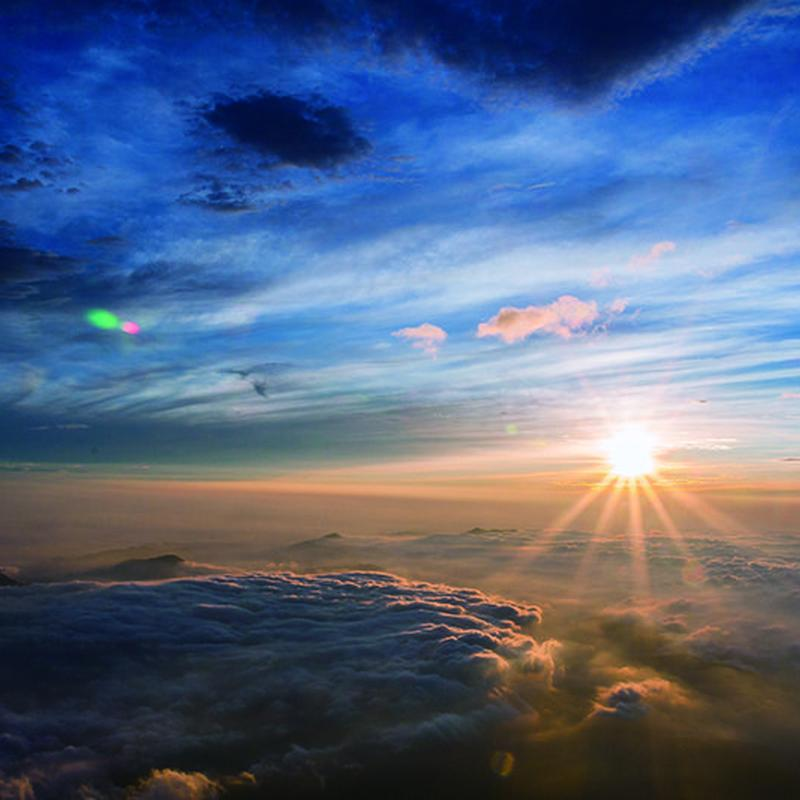 富士山頂からのご来光の写真
