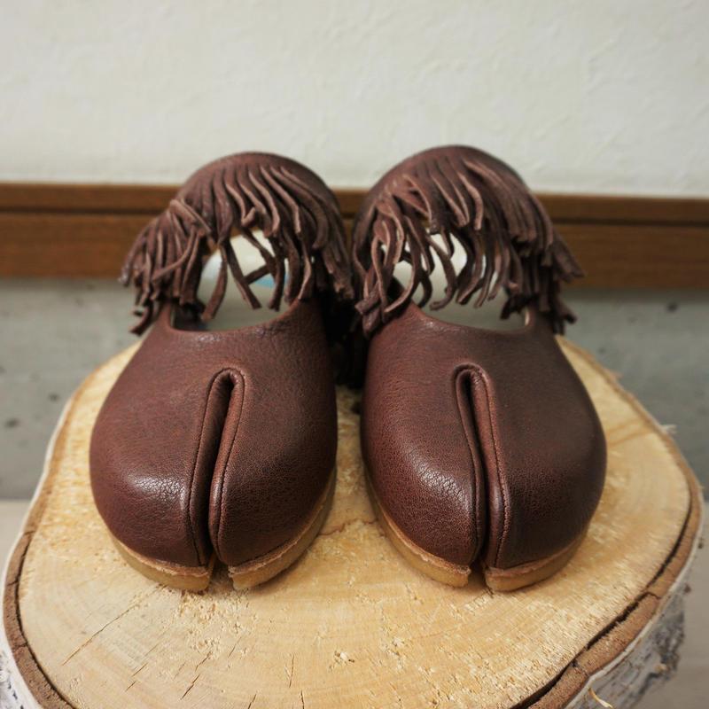 bedsidedrama ホースフリンジの足袋サボ