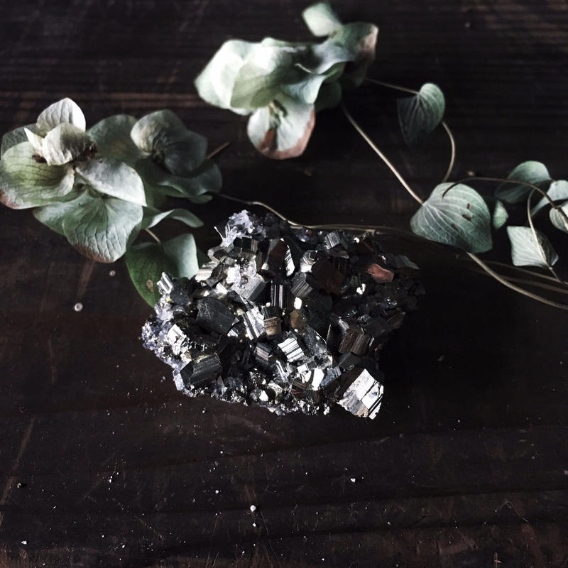 水晶/黄鉄鉱