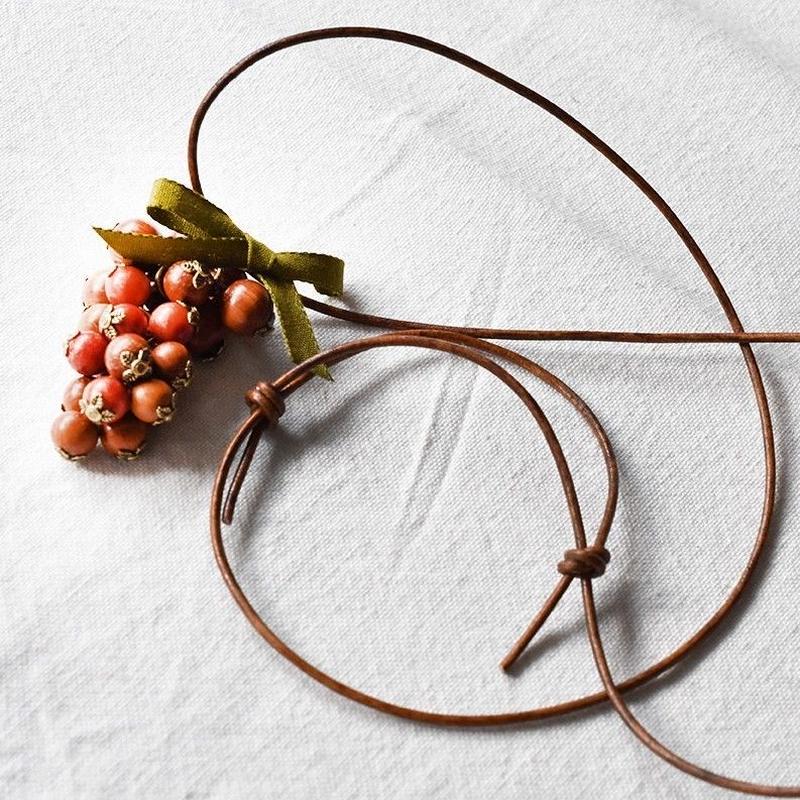 木と珊瑚の葡萄ネックレス
