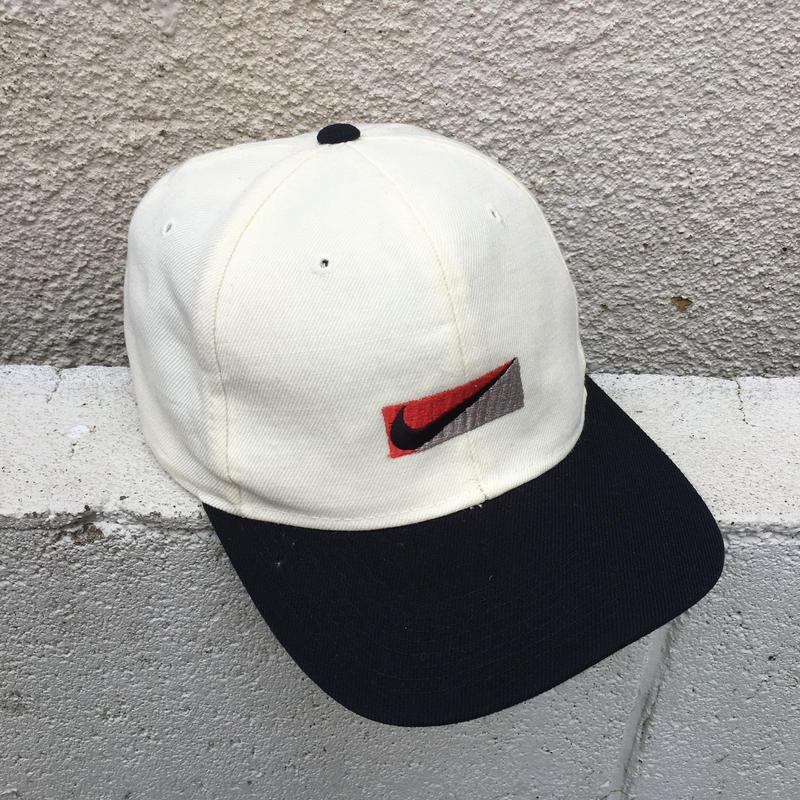 NIKE white black logo cap