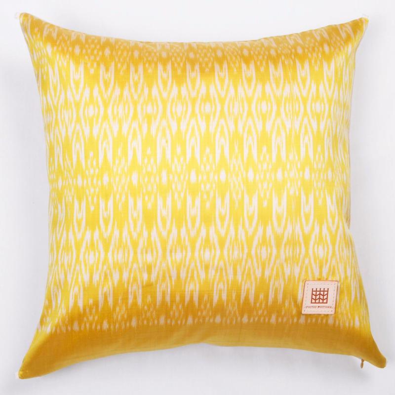 Handwoven Mudmee Silk Cushion Cover    手織りシルク絣マッドミーのクッションカバー PSM−004