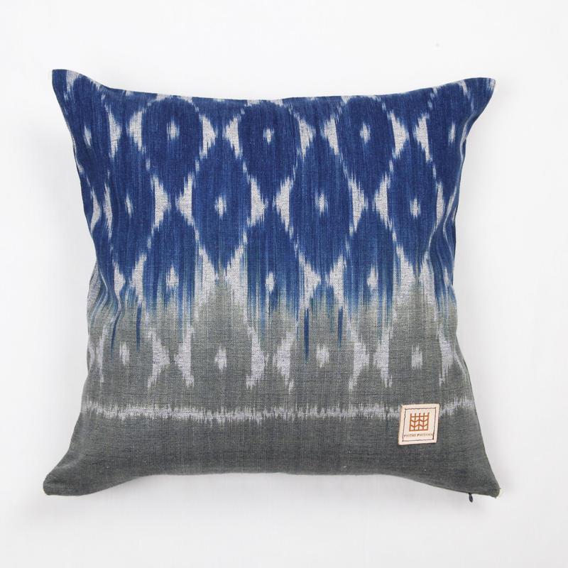 Natural Indigo dyeing handwoven cotton cushion cover  天然インディゴ染め、手織りコットンクッションカバー PCI-005