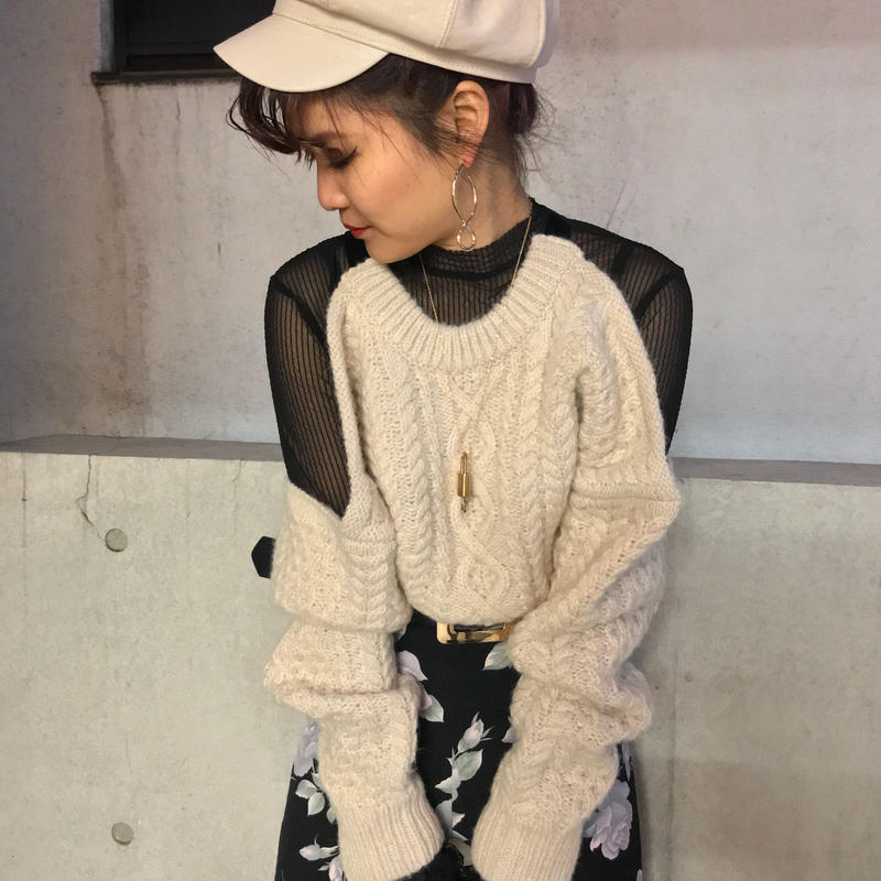 BACK OPEN CABLE KNIT