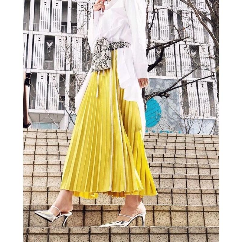 LINE PLEATS SKIRT