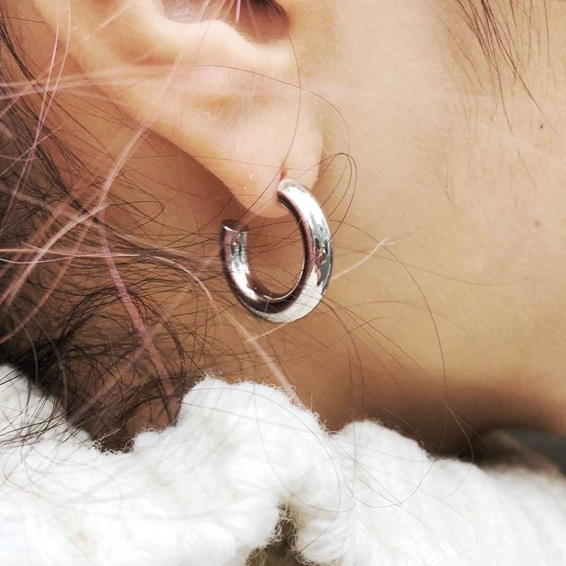 BOLD MINI HOOP PIERCE