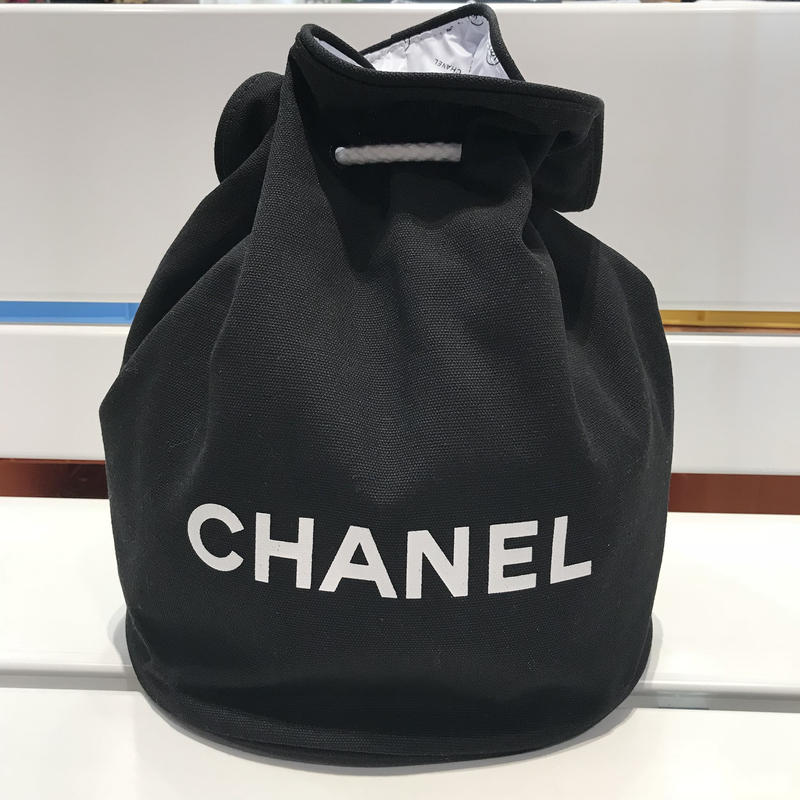 CHANEL NOVERTY POOL BAG BIG