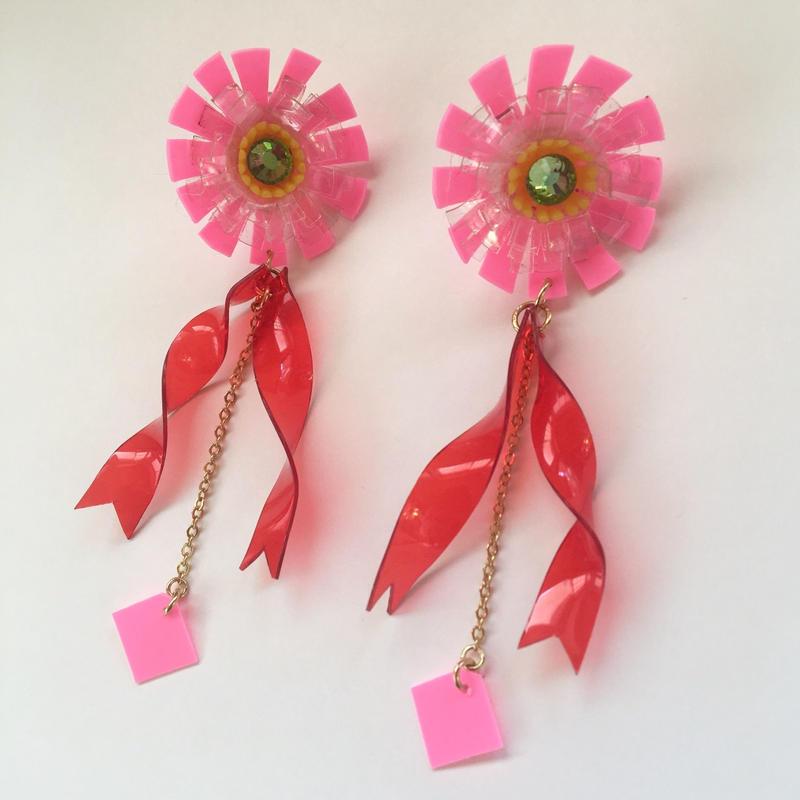 [BENICOTOY] PLASTIC FLOWER RIBBON ピアス(PINK)