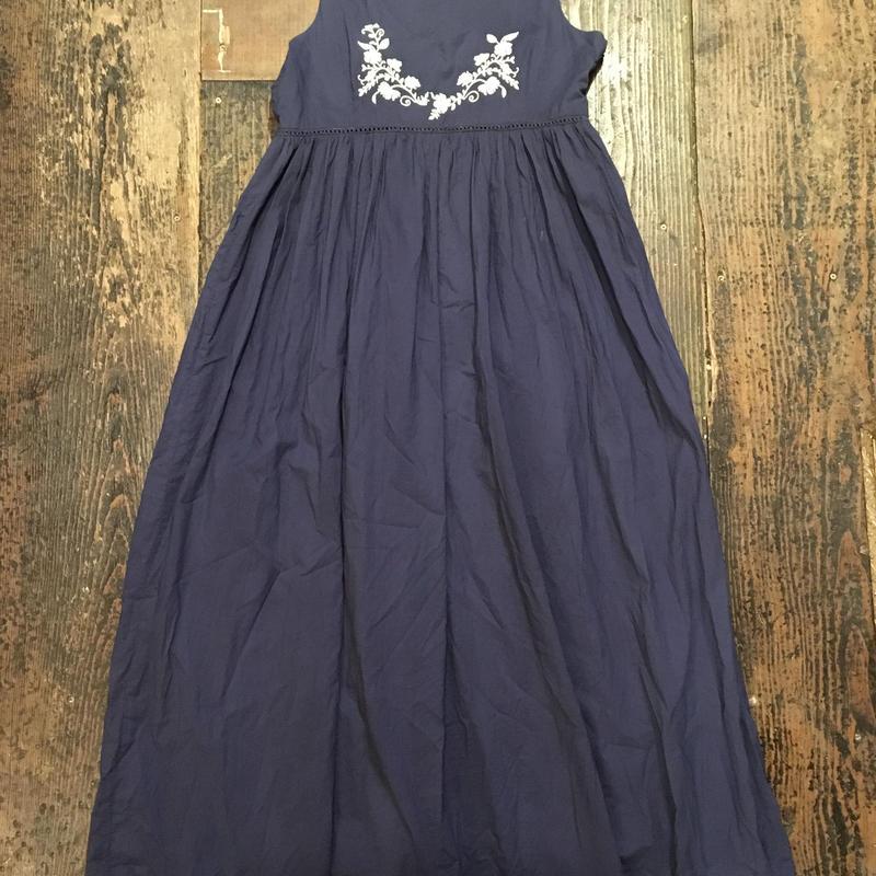 [USED] シンプル刺繍のロングワンピース