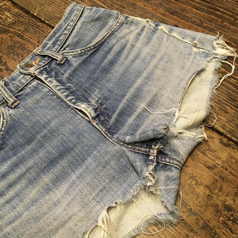 "[USED] Levi's ""E""CUTOFF Denim Shorts"