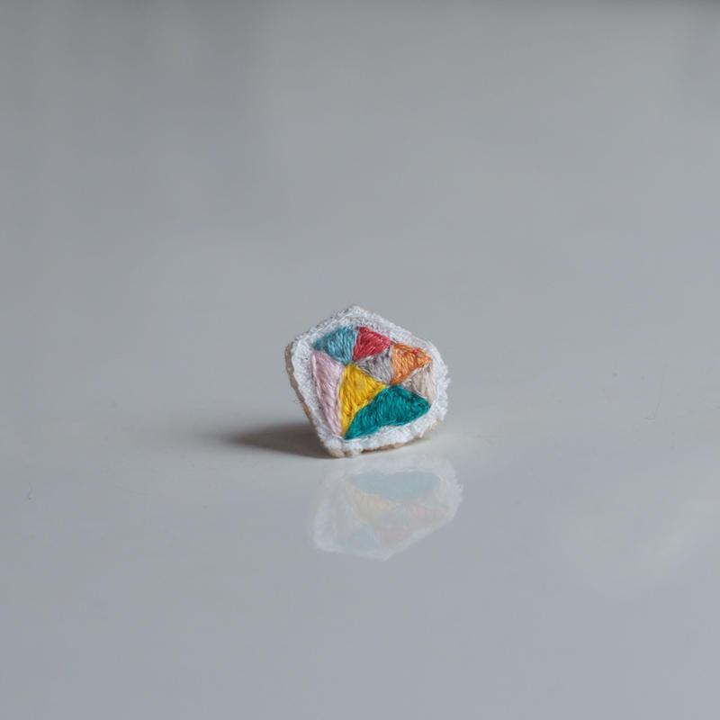 刺繍の宝石ピアス(ダイヤ-1)