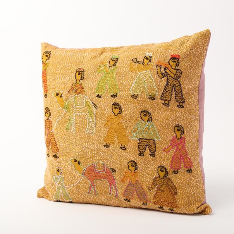 スージニ刺繍 クッションカバー 黄色(らくだ)