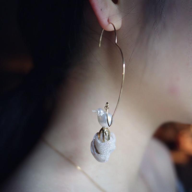 Baroque Pearl & Aura Crystal Shell  pierce