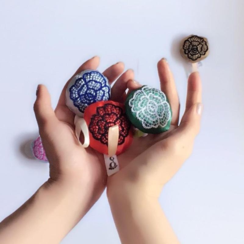 ハンドメイド刺繍 お花のチャーム