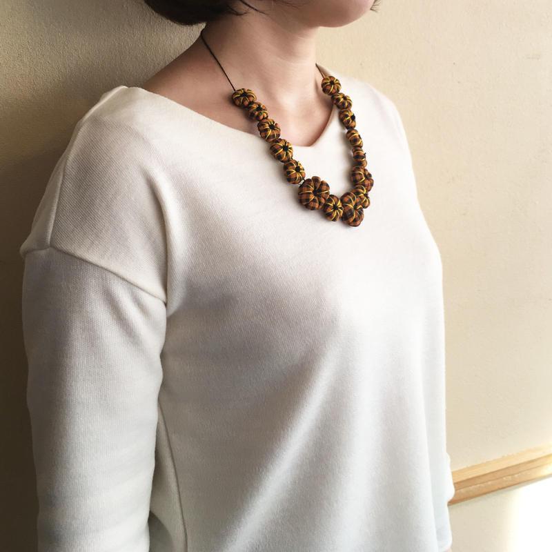 ハンドメイド刺繍ネックレス(オレンジ)NK-Orange001