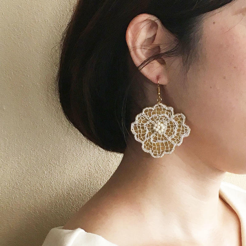 ハンドメイド刺繍 お花のピアス