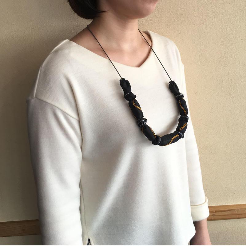 ハンドメイド刺繍ネックレス(ブラック)