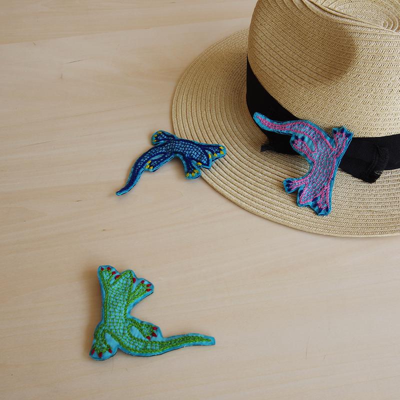 ハンドメイド刺繍ヤモリのブローチ