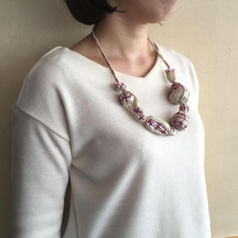 ハンドメイド刺繍ネックレス(クリーム)NK-Cream001