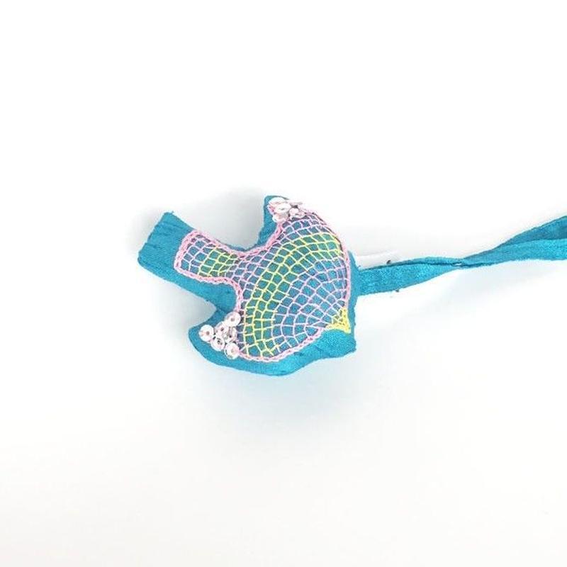 ハンドメイド刺繍 鳥のチャーム