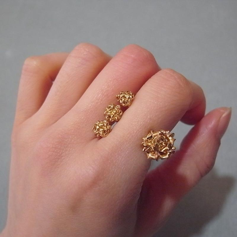 【ANDRESGALLARDO】 Three Flower Ring ゴールド