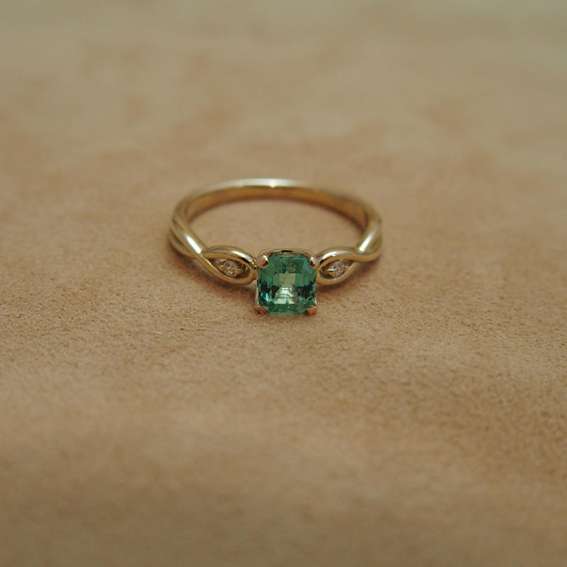Emerald Ring(s/q)