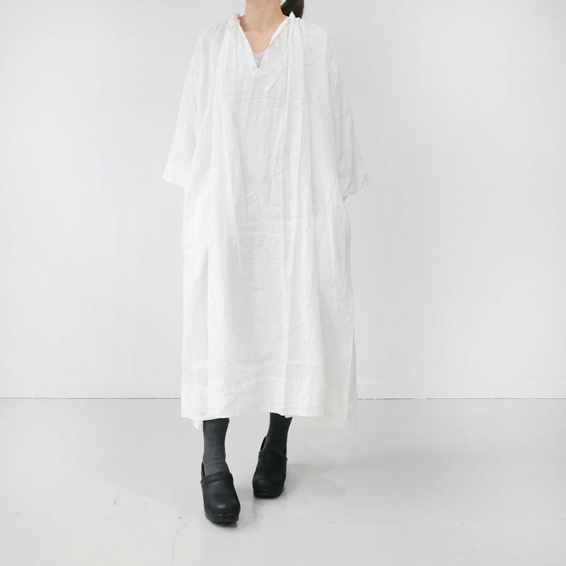 UNIVERSAL TISSU|ユニヴァーサルティシュ|フレンチリネン monastery uniform one piece | WHITE