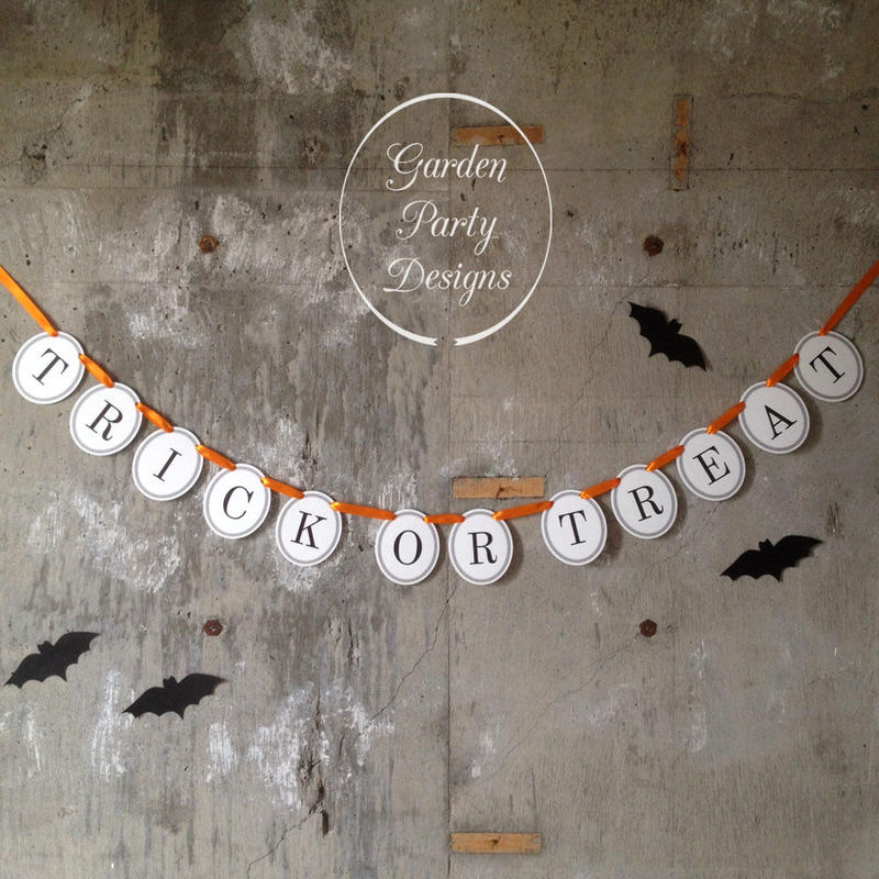 TRICK OR TREAT * Garland