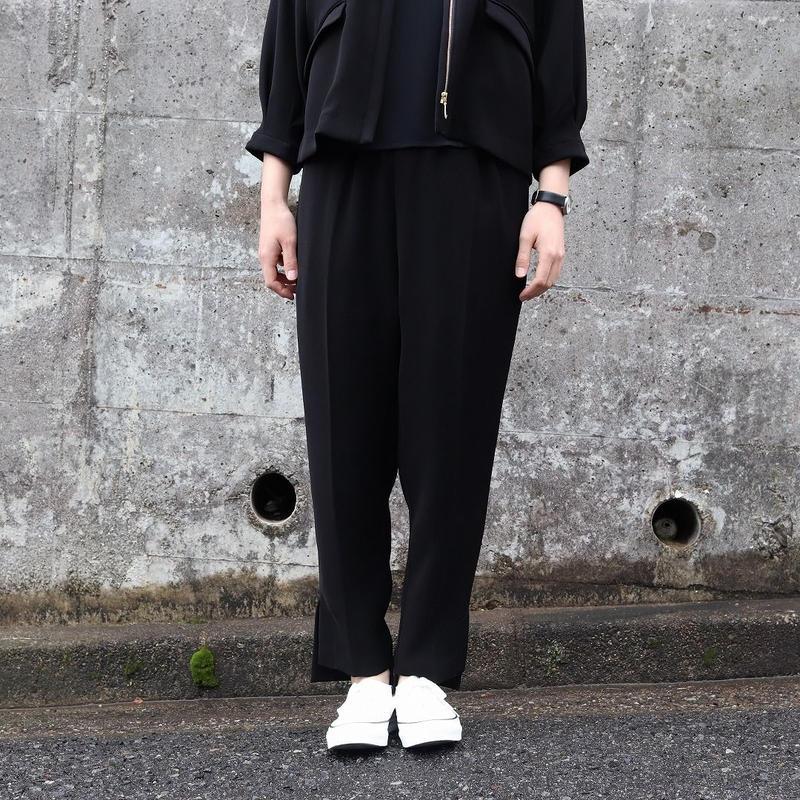 WHYTO. (レディース)  / ダブルサテンテーパードクロップドパンツ 【ブラック】