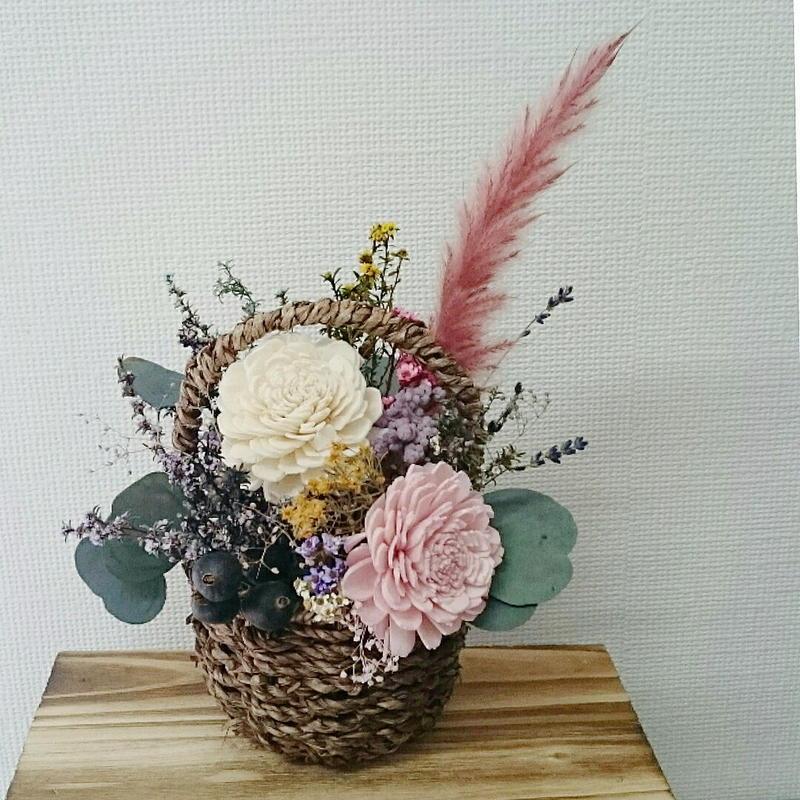 送料込み!かごに入っているかわいいドライフラワーアレンジメント 長持ちする花のインテリア プレゼントにもおすすめ DIY可能!