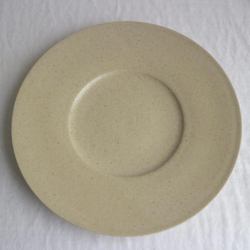 リム皿太8寸ベージュ / こいずみみゆき