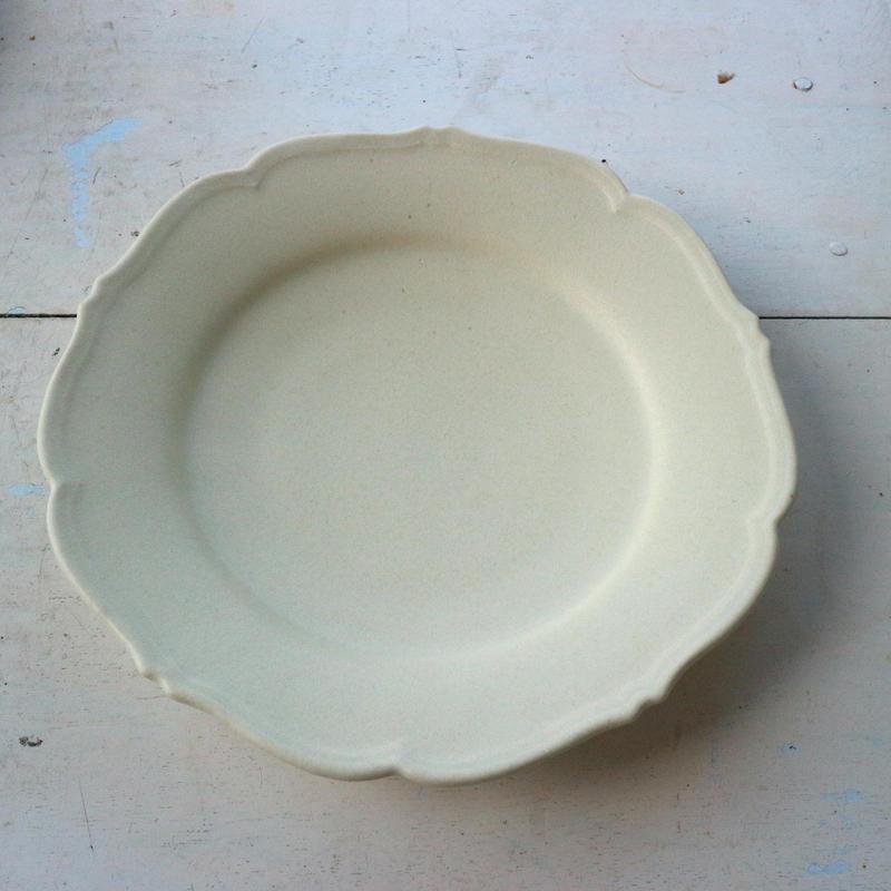 輪花皿Mサイズ・アイボリー /    Awabi ware