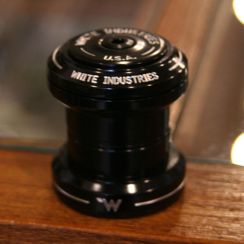 """WHITE INDUSTRIES""  1 1/8 inch headset ブラック"
