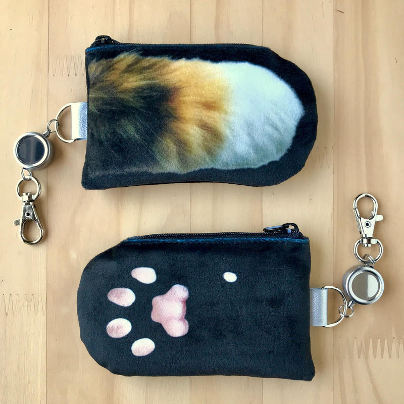 CAT PAW PASS HOLDER _fluffy_black_Tricolore