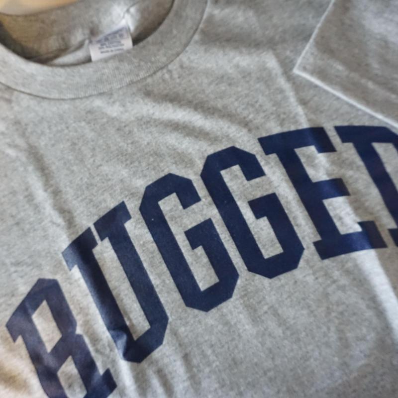 "RUGGED ""ARCH logo"" tee(Gray×Navy)"
