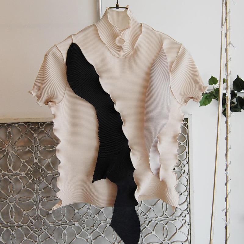 kotohayokozawa pleats high neck top -beige×black×gray-