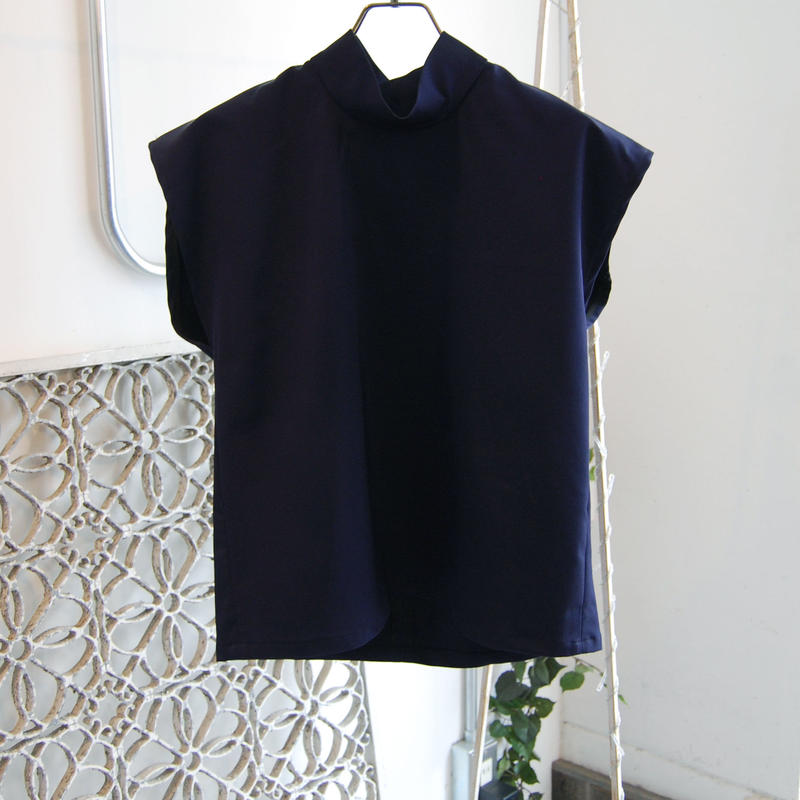 SHIROMA 18-19A/W CHURCH high‐necked square top