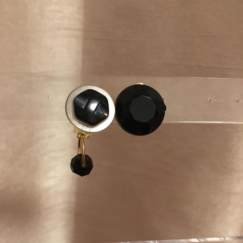 ヴィンテージボタンのアシンメトリーイヤリング