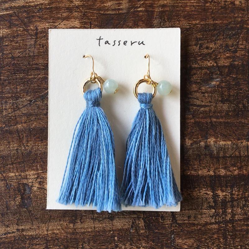 sowaka 刺繍糸のタッセルピアス・藍