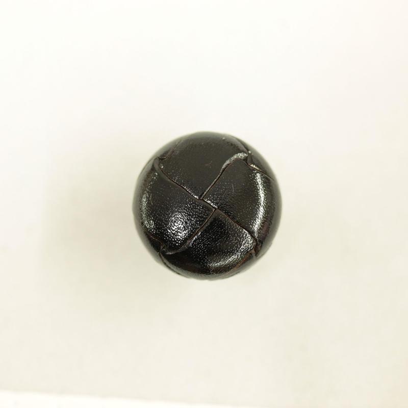 革ボタン(200-18-09)黒 18㎜  1個